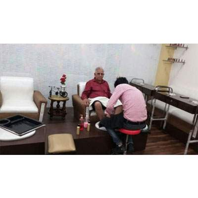 Beauty Parlour Gents Aroma Therapy in Dehradun